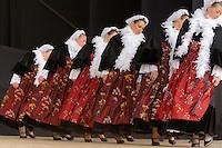 Danseuses en costume folklorique