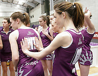 04 MAY 2007 - LOUGHBOROUGH, UK - Sara Parkinson helps Kate Murphy with her tabard - Loughborough Lightning v Northern Thunder. (PHOTO (C) NIGEL FARROW)