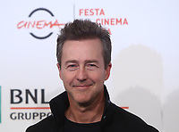 "L'attore e regista statunitense Edward Norton posa  durante un photocall per la presentazione del suo film ""Motherless Brooklyn"" alla 14^ Festa del Cinema di Roma all'Aufditorium Parco della Musica di Roma, 17 ottobre 2019.<br /> U.S. actor and director Edward Norton poses for a photocall to present the movie ""Motherless Brooklyn"" during the 14^ Rome Film Fest at Rome's Auditorium, on 17 october 2019.<br /> UPDATE IMAGES PRESS/Isabella Bonotto"