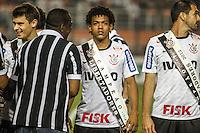 SAO PAULO, SP, 11 JULHO 2012 - CAMPEONATO BRASILEIRO - COR X BOT -  Romarinho (C) do Corinthians durante partida contra Botafogo valido pela setima rodada do Campeonato Brasileiro no Estadio do Pacaembu na noite dessa quarta-feira, 11 - FOTO: WILLIAM VOLCOV - BRAZIL PHOTO PRESS.