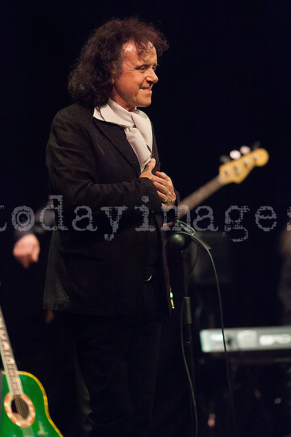 Donovan performs at Lara Theater in Madrid