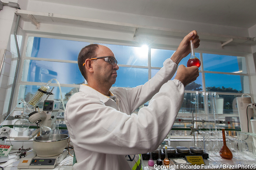 Multinational cosmetics company headquartered in France L`Oreal plant in Rio de Janeiro, Brazil - Raw Material Lab - evaluation of dye aspect and color.