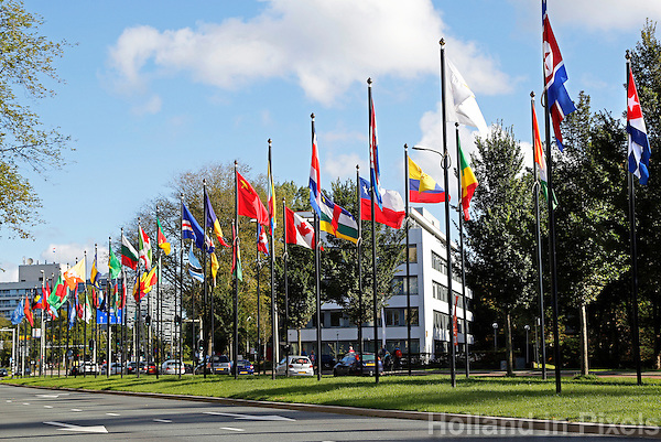 Nederland Den Haag 2015 09 27. Vlaggen bij het World Forum.