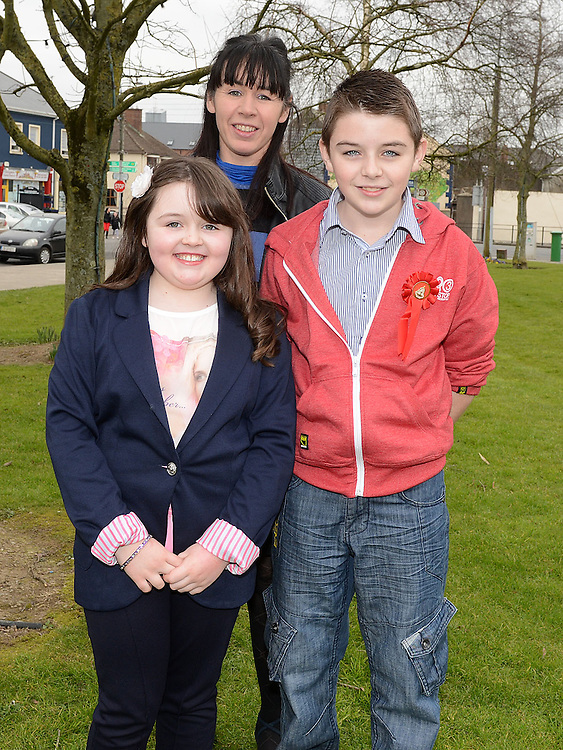 Darren O'Brien who was confirmed at the Church of the Nativity Ardee pictured with mam Brid and sister Leanne. Photo:Colin Bell/pressphotos.ie