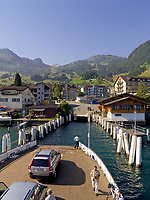 Schweiz, Kanton Unterwalden, Beckenried: Anlegestelle der Autofaehre im Urlaubsort Beckenried im Halbkanton Nidwalden | Switzerland, Canton Unterwalden, Beckenried: car ferry shipping pier