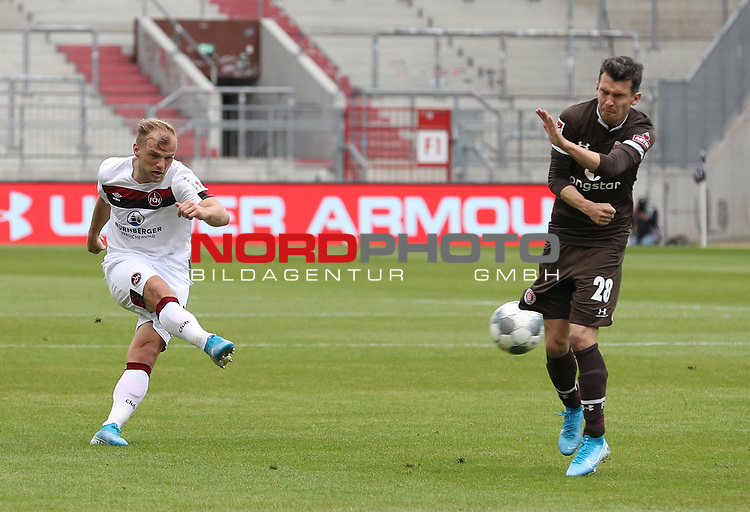 nph00001  17.05.2020 --- Fussball --- Saison 2019 2020 --- 2. Fussball - Bundesliga --- 26. Spieltag: FC Sankt Pauli - 1. FC Nürnberg ---  DFL regulations prohibit any use of photographs as image sequences and/or quasi-video - Only for editorial use ! --- <br /> <br /> Johannes Geis (5, 1. FC Nürnberg ) Waldemar Sobota (28, FC St. Pauli ) <br /> <br /> Foto: Daniel Marr/Zink/Pool//via Kokenge/nordphoto