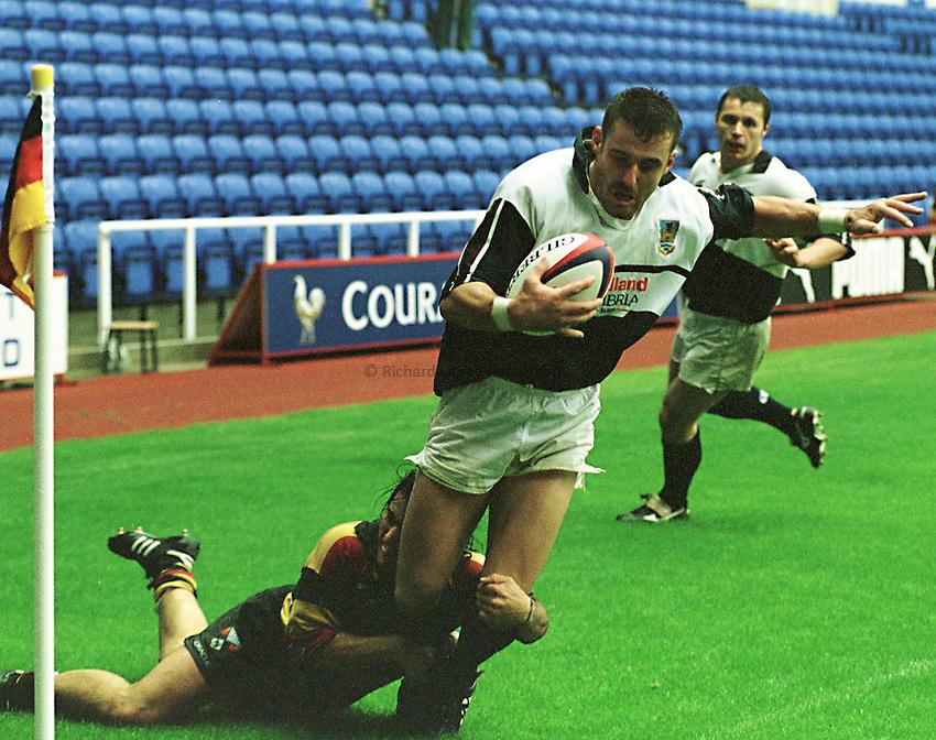Photo Richard Lane. .Richmond v Swansea. 26/9/98. Matthew Beck is dragged into touch by Agustin Pichot.