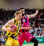 Donatas SABECKIS (#3 MHP Riesen Ludwigsburg) \James WEBB III (#15 Telekom Baskets Bonn) \ beim Spiel in der Basketball Bundesliga, MHP Riesen Ludwigsburg - Telekom Baskets Bonn.<br /> <br /> Foto &copy; PIX-Sportfotos *** Foto ist honorarpflichtig! *** Auf Anfrage in hoeherer Qualitaet/Aufloesung. Belegexemplar erbeten. Veroeffentlichung ausschliesslich fuer journalistisch-publizistische Zwecke. For editorial use only.