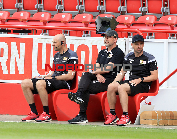 27.06.2020, Stadion an der Wuhlheide, Berlin, GER, DFL, 1.FBL, 1.FC UNION BERLIN  VS. Fortuna Duesseldorf , <br /> DFL  regulations prohibit any use of photographs as image sequences and/or quasi-video<br /> im Bild Cheftrainer (Head Coach) Urs Fischer(1.FC Union Berlin), Co-Trainer Markus Hoffmann (1.FC Union Berlin), Co-Trainer Sebastian Boenig (1.FC Union Berlin) <br /> <br /> <br />      <br /> Foto © nordphoto / Engler