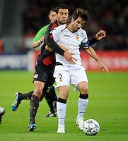 FUSSBALL   CHAMPIONS LEAGUE   SAISON 2011/2012  Bayer 04 Leverkusen - FC Valencia           19.10.2011 David ALBELDA (re, Valencia) gegen Michael BALLACK (li, Leverkusen)