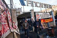 Genova: operai escono dai cantieri navali Fincantieri a Sestri Ponente.