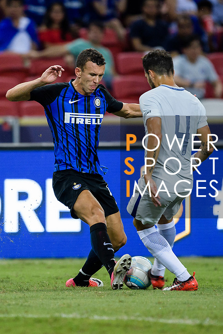 FC Internazionale Forward Ivan Perisic (L) fights for the ball with Chelsea Midfielder Cesc Fabregas during the International Champions Cup 2017 match between FC Internazionale and Chelsea FC on July 29, 2017 in Singapore. Photo by Weixiang Lim / Power Sport Images