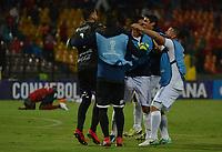 MEDELLÍN- COLOMBIA, 10-05-2018:Jugadores de Sol de América delParaguay celebran su paso a la siguiente ronda de La Copa Sudamericana 2018. Acción de juego entre los equipos Deportivo Independiente Medellín (COL) con  Sol de América (PAR) durante partido por la primera ronda ,  etapa 2 de 2 de la Copa Sudamericana  2018 jugado en el estadio Atanasio Girardot de la ciudad de Medellín. / Action game between Deportivo Independiente Medellin (COL) and  Sol de America (PAR) during the match for the Sudamerica Cup  2018 played at the Atanasio Girardot Stadium in Medellin city. Photo: VizzorImage / León Monsalve / Contribuidor