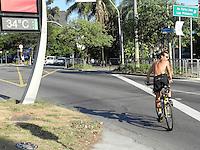 SAO PAULO - SP - 21 DE SETEMBRO DE 2013 - CLIMA/TEMPO, tarde de quente na capital, com os termomêtros marcando 34°C na região de Pinheiros. FOTO: MAURICIO CAMARGO / BRAZIL PHOTO PRESS.
