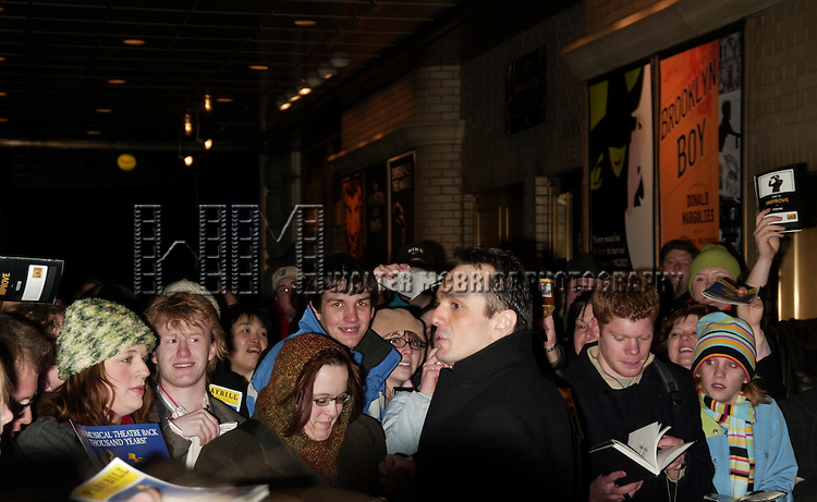 *** EXCLUSIVE ***  Hank Azaria.Greeting fans after a preview performance in .MONTY PYTHON's SPAMALOT at the Shubert Theatre, New York City..( signing autographs for fans ).March 14, 2005.© Walter McBride /