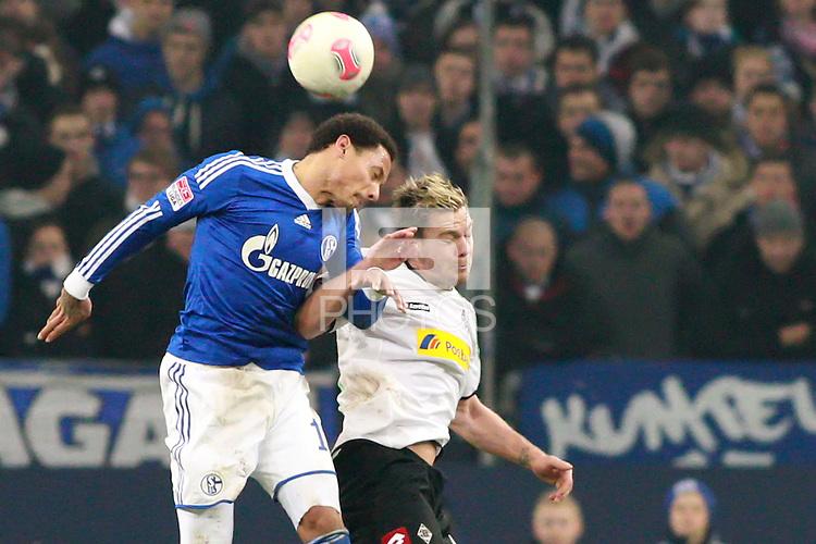 Football: Germany, 1. Bundesliga.FC Schalke 04 - Borussia Moenchengladbach.Jermaine Jones (Schalke), Thorben Marx (BMG),.?Ǭ© pixathlon