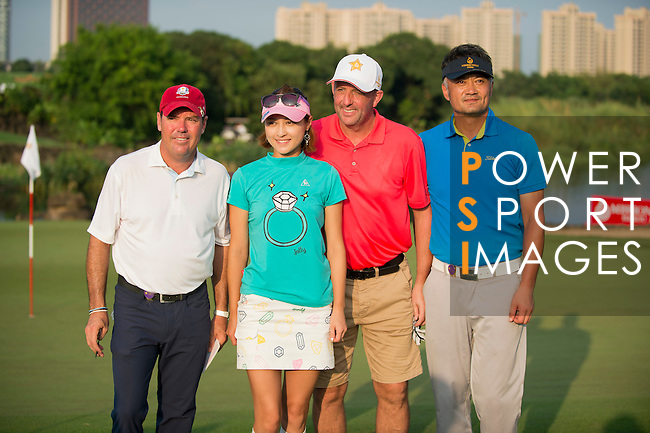(L-R) Rich Beem, Cindy Lee, Gary McAllister, Cao Weiyu at the end of their game during the World Celebrity Pro-Am 2016 Mission Hills China Golf Tournament on 23 October 2016, in Haikou, Hainan province, China. Photo by Marcio Machado / Power Sport Images