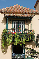 Spain, Canary Islands, La Palma, Santa Cruz de La Palma: capital - old town, Placeta de Borrero, wooden balcony