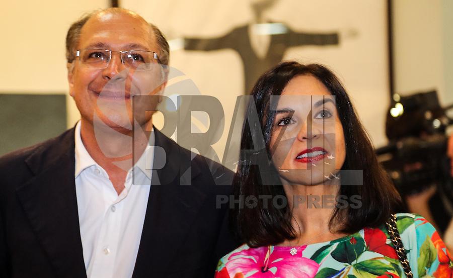 SAO PAULO, SP, 03 DE ABRIL 2013 - ABERTURA SP ARTE - Governador de Sao Paulo, Geraldo Alckmin durante abertura da Feira Internacional de Arte de São Paulo, SP Arte 2013, no Pavilhão da Bienal, no Parque do Ibirapuera em São Paulo (SP), nesta quarta-feira (03). FOTO: VANESSA CARVALHO - BRAZIL PHOTO PRESS.