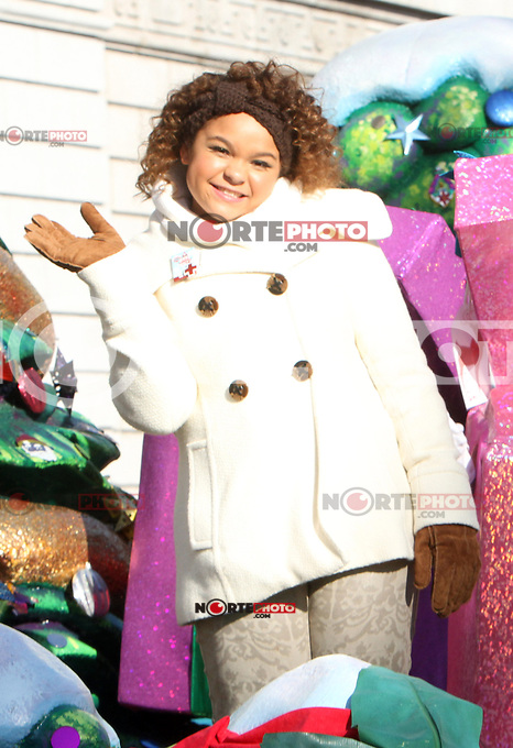 NEW YORK, NY - NOVEMBER 22: Rachel Crowe at the 86th Annual Macy's Thanksgiving Day Parade on November 22, 2012 in New York City. Credit: RW/MediaPunch Inc. /NortePhoto