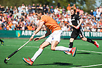 BLOEMENDAAL   - Hockey -  2e wedstrijd halve finale Play Offs heren. Bloemendaal-Amsterdam (2-2) . A'dam wint shoot outs. Xavi Lleonart Blanco (Bldaal)  COPYRIGHT KOEN SUYK