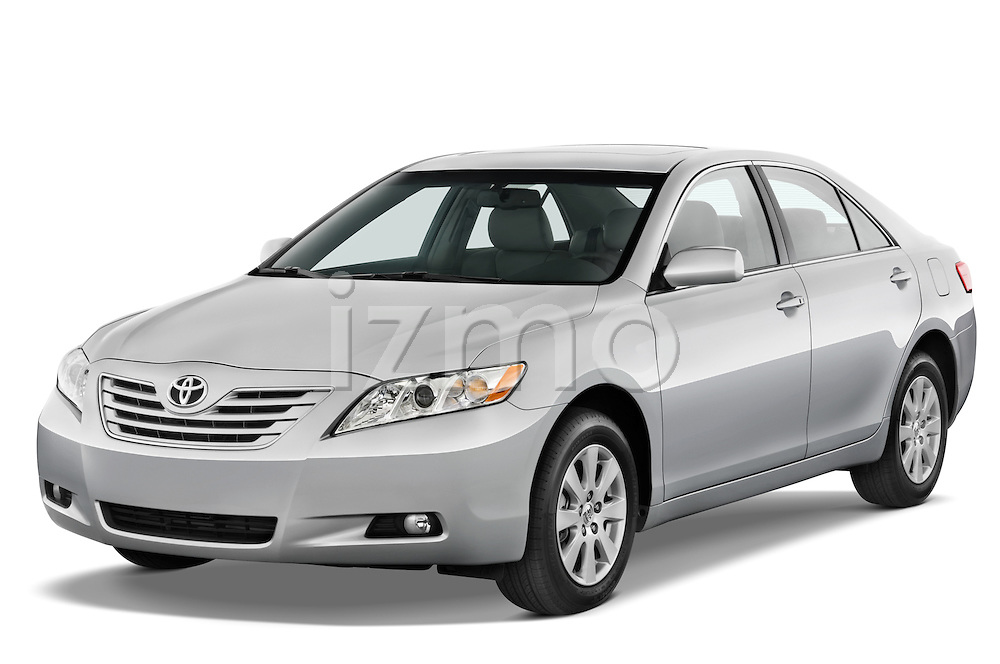 Front three quarter view of a 2008 Toyota Camry XLE.