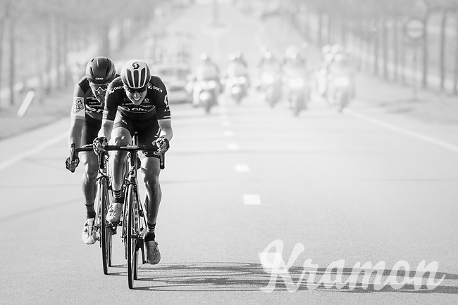 Jens Keukeleire (BEL/Orica-Scott) &amp; Greg Van Avermaet (BEL/BMC) jump away from their competitors and force the final/decisive move that way<br /> <br /> 79th Gent-Wevelgem 2017 (1.UWT)<br /> 1day race: Deinze &rsaquo; Wevelgem - BEL (249km)