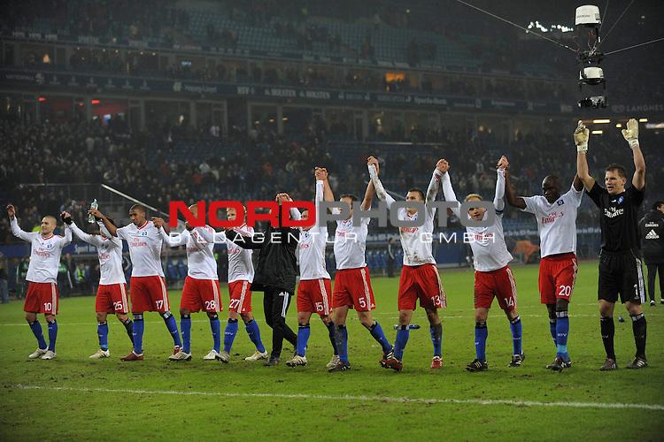 UEFA Euro League 2009/2010 Hamburger SV - Gruppenphase<br /> <br /> Heimspiel HSH Nordbank Arena  02.12.2009  - <br /> Hamburger SV (GER) - SK Rapid Wien<br /> Die Mannschaft des HSV jubelt ueber den 2-0 Sieg ueber Wien.<br /> Foto &copy; nph ( nordphoto ) *** Local Caption *** *** Local Caption *** <br /> Fotos sind ohne vorherigen schriftliche Zustimmung ausschliesslich fŁr redaktionelle Publikationszwecke zu verwenden.<br /> <br /> Auf Anfrage in hoeherer Qualitaet/Aufloesung