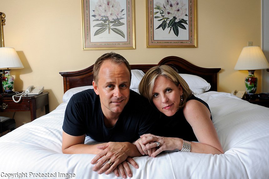 USA. New York. 27th June 2008..Douglas and Annie Brown in their hotel room at the Warwick Hotel, Manhattan..©Andrew Testa for the Guardian