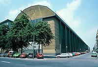 Peter Behrens: A.E.G. Turbine Fabrik, Berlin 1908-09. Turbinenmontagehalle der Allgemeinen Electriotats Gesellschaft.