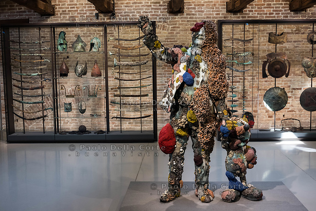 "Venezia - Punta della Dogana . La mostra di Damien Hirst: ""Tresaures from the Wreck of Unbelievable. The collector with friend""."