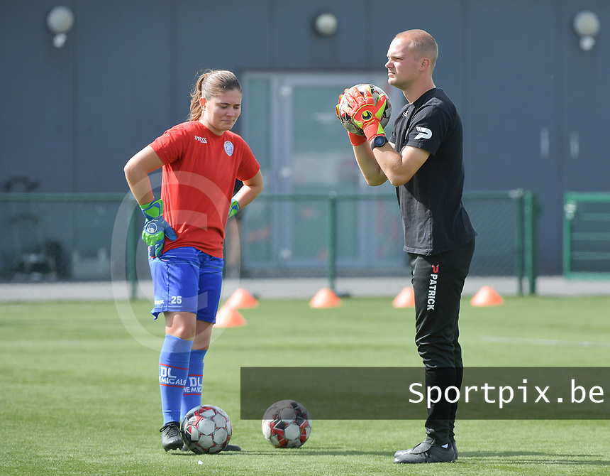 Zulte Waregem's goalkeeper coach Giovanni Vandenbussche (R) and Zulte Waregem's goalkeeper Jana Van Den Bergh pictured during a female soccer game between SV Zulte - Waregem and RSC Anderlecht Dames on the second matchday of the 2020 - 2021 season of Belgian Scooore Women s SuperLeague , saturday 5 th of September 2020  in Zulte , Belgium . PHOTO SPORTPIX.BE | SPP | DIRK VUYLSTEKE