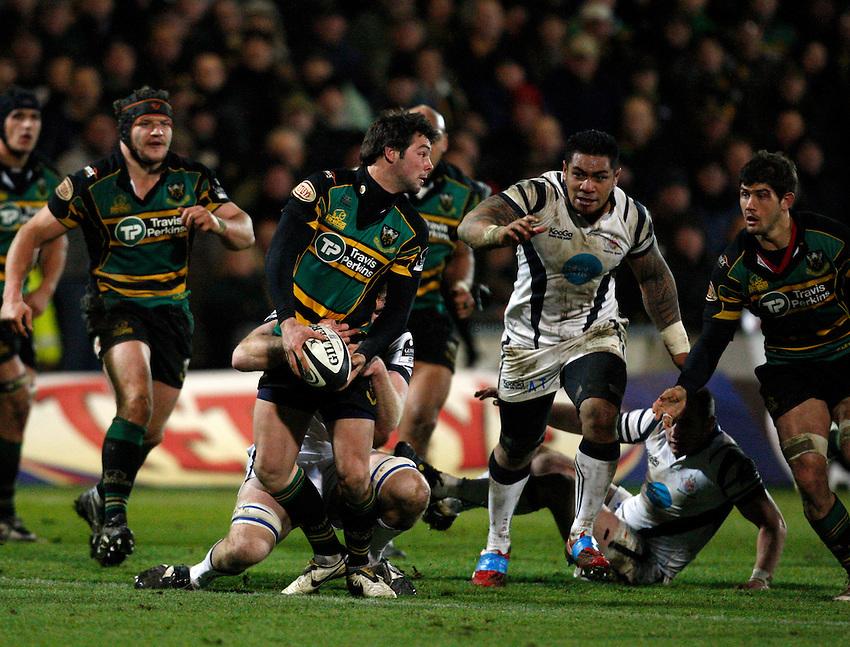 Photo: Richard Lane/Richard Lane Photography. Northampton Saints v Bristol Rugby. Guinness Premiership. 03/01/2009. Saints' Ben Foden passes out of the tackle.