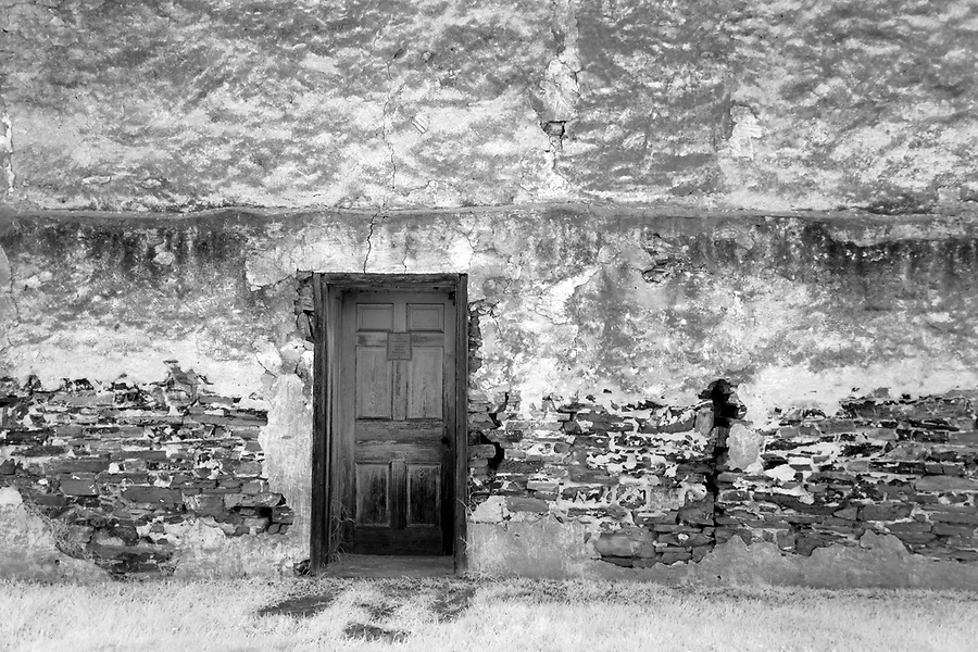 An historical door in the historical White House in Luray, Virginia. Photo/Andrew Shurtleff