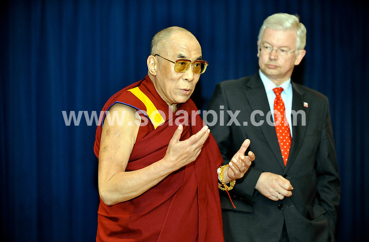 **ALL ROUND PICTURES FROM SOLARPIX.COM**.**SYNDICATION RIGHTS FOR UK AND SPAIN ONLY**.The leader of the Tibetan people the Dalai Lama and the prime Minister of Germany Hesse Roland Koch during a press conference in Frankfurt. .The Dalai Lama is  on an official visit to Germany for 5 days..This pic:Dalai Lama, Hesse Roland Koch.JOB REF:6410-CPR/Thomas Lohnes/dfd-nes          DATE:14_05_08.**MUST CREDIT SOLARPIX.COM OR DOUBLE FEE WILL BE CHARGED* *UNDER NO CIRCUMSTANCES IS THIS IMAGE TO BE REPRODUCED FOR ANY ONLINE EDITION WITHOUT PRIOR PERMISSION*