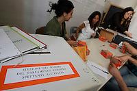 Elezioni Europee,<br /> preparativi nei seggi Elezioni Europee,<br /> preparativi nei seggi alla vigilia del voto