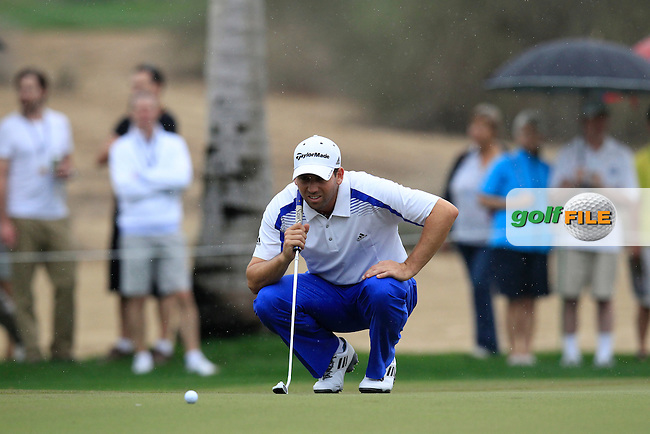 Sergio Garcia (ESP) lines up his putt on the 12th green during Saturday's Round 3 of the 2013 Omega Dubai Desert Classic held at the Emirates Golf Club, Dubai, 2nd February 2013..Photo Eoin Clarke/www.golffile.ie