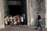 Milano: gente in piazza Duomo durante l'insediamento del nuovo arcivescovo di Milano Angelo Scola ..