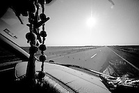 Le long de la frontière syrienne pour se rendre à Nusaybin.<br /> Along the Syrian border to get to Nusaybin.