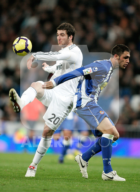 Real Madrid's Gonzalo Higuain against Espanyol's Victor Ruiz during La Liga match. February 06, 2010. (ALTERPHOTOS/Alvaro Hernandez).