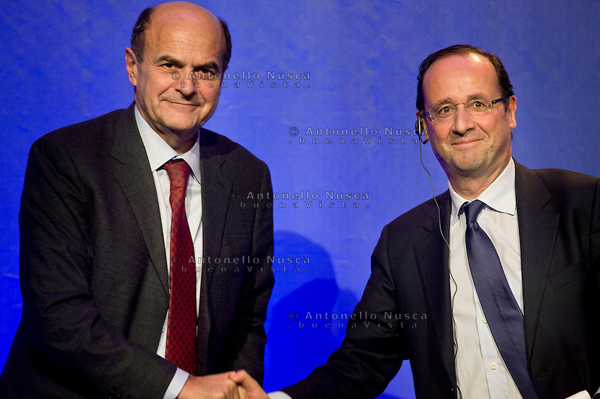 Il candidato Socialista alle prossime elezioni presidenziali francesi Francois Hollande durante un incontro con Bersani.France's opposition Socialist Party (PS) candidate for the 2012 French presidential election, Francois Hollande during a meeting with Italian Democratic Party (PD) leader, Pier Luigi Bersani.