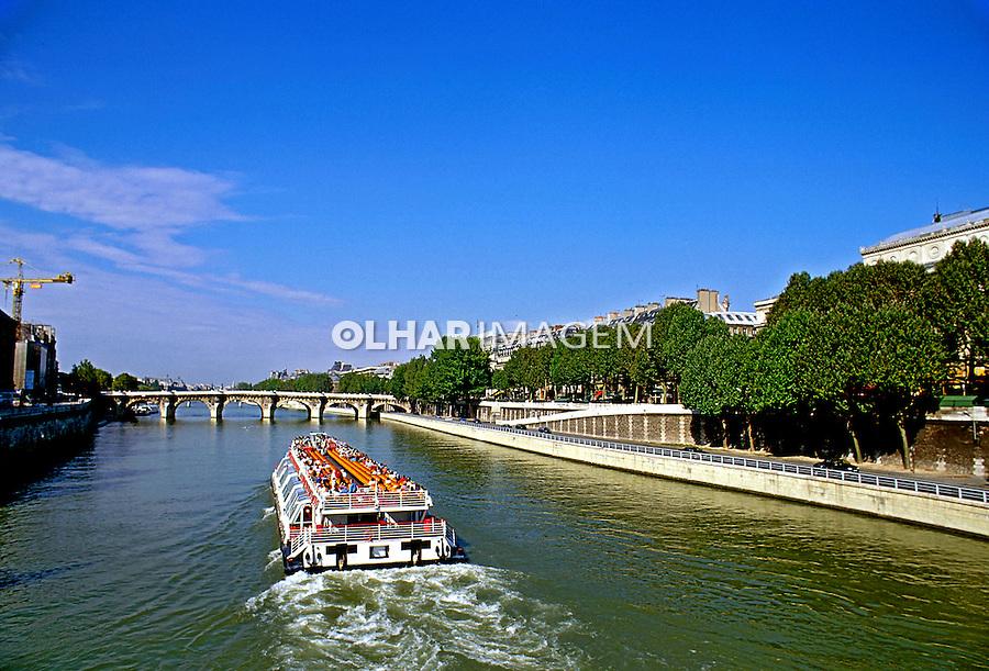 Passeio turistico pelo Rio Sena em Paris. França. 1999. Foto de Salomon Cytrynowicz.