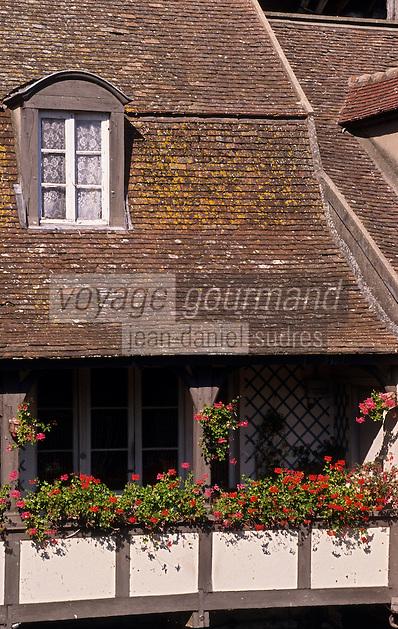Europe/France/Ile-de-France/77/Seine-et-Marne/Moret-sur-Loing: Vieille maison sur les bords du Loing
