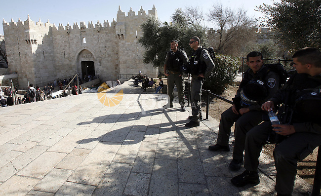 Israeli soldiers stand at al-Aqsa mosque compound. Islam's third holiest site, in Jerusalem's old city on January 22, 2013. Photo by Mahfouz Abu Turk