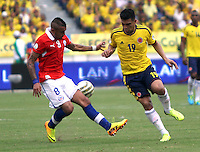 BARRANQUILLA -COLOMBIA- 11 -10-2013. JTeofilo Gutierrez ( Der) de Colombia disputa el balon  contra Arturo Vidal (Izq) de  Chile ,partido correspondiente para las eliminatorias al mundial de Brasil 2014 disputado en el estadio Metropolitano de Barranquilla   / Colombia  James Rodriguez (R) dispute the ball against  Carlos Carmona (L)  Chile for the qualifying game for the World Cup Brazil 2014 match at the Metropolitano stadium in Barranquilla  .Photo: VizzorImage / Felipe Caicedo /  Staff /