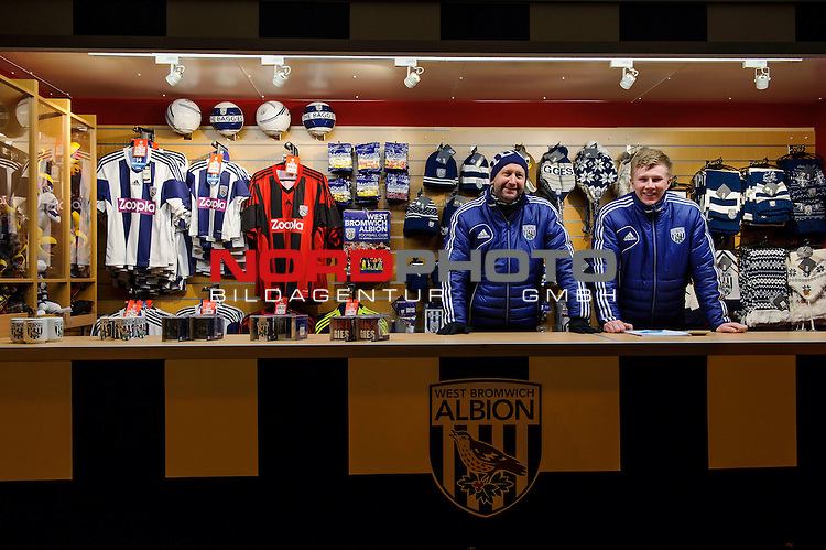 West Brom shirts sponsored by Zoopla are on sale at a reduced price outside the ground on the day the sponsor announced they will not be renewing their deal after the 2013/14 season in response to Nicolas Anelka&rsquo;s controversial &ldquo;Quenelle&rdquo; gesture -  - 20/01/2014 - SPORT - FOOTBALL - The Hawthorns Stadium - West Bromwich Albion v Everton - Barclays Premier League.<br /> Foto nph / Meredith<br /> <br /> ***** OUT OF UK *****