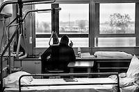 Milano: reparto di malattie infettive dell'Ospedale Sacco.<br /> Un uomo ricoverato all'interno della struttura.<br /> <br /> <br /> <br /> Milan: Department of Infectious Diseases Sacco Hospital.