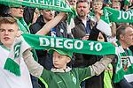 15.04.2018, Weser Stadion, Bremen, GER, 1.FBL, Werder Bremen vs RB Leibzig, im Bild<br /> <br /> FANS / Stimmung / Banner / Werder Schal /<br /> <br /> Foto &copy; nordphoto / Kokenge