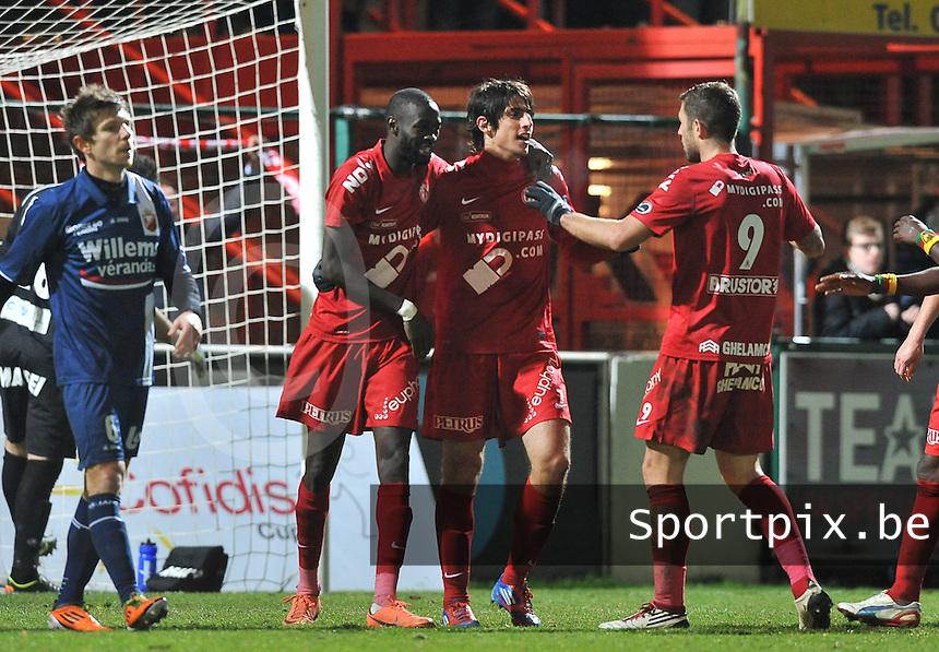 KV Kortrijk - RAEC Mons Bergen : Pablo Chavarria scoort de 1-0 voor kortrijk en viert dit met Ismaila Iso N'Diaye en Kevin Dupuis.foto VDB / BART VANDENBROUCKE