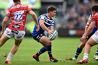 Freddie Burns of Bath Rugby looks to pass the ball. Gallagher Premiership match, between Bath Rugby and Gloucester Rugby on September 8, 2018 at the Recreation Ground in Bath, England. Photo by: Patrick Khachfe / Onside Images